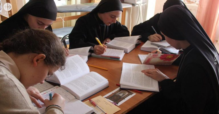 Ukraine: Help for the formation of 13 novices of the congregation of the Servants of the Lord and the Virgin of Matara